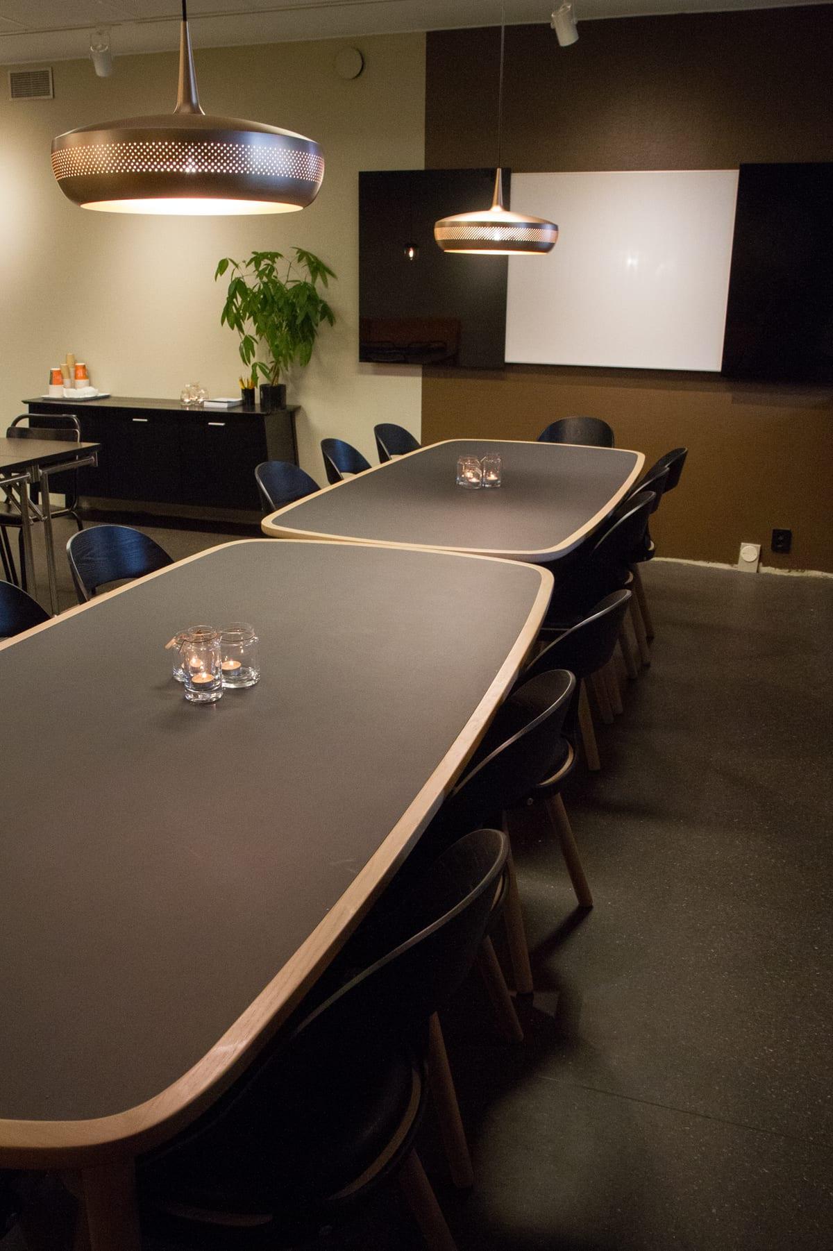 Konferensbord i Höstrummet